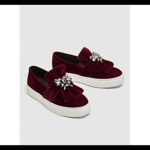 Zara velvet sneaker with bow Detail sz 6